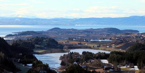 Bortsett fra isen på Liavatnet bar utsikten over Frosta fra Kvamhalla fredag 20. februar mer preg av vår enn vinter!