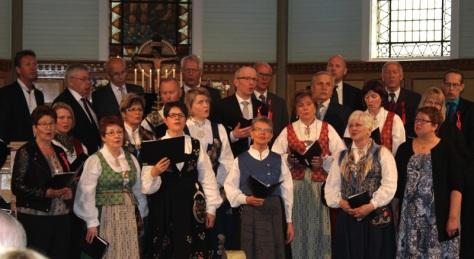 Sang ved Korækt under familiegudstjenesta i Frosta kirke