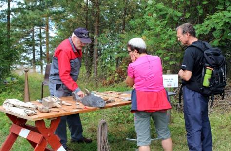 Peder Ohlen viste fram redskaper til fangst og fiske i Trondheimsfjorden