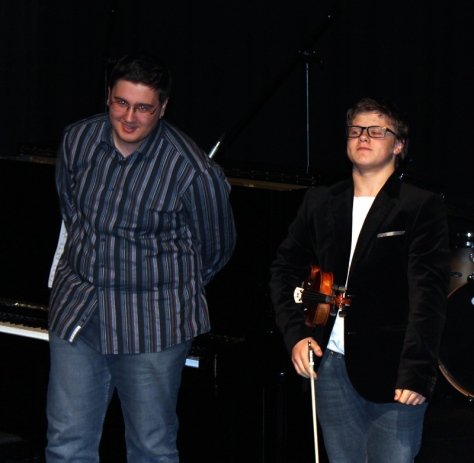 Brødrene Leonard og Julian Rahn på hhv piano og fiolin.