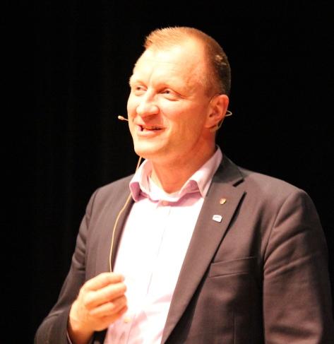 Varaordfører Ole Hermod Sandvik deltok ved folkemøtet både på Tautra og i Magnushallen. Sandvik framholdte viktigheten av å arbeide for mangfoldig og variert samfunnsutvikling i alle deler av en ny stor kommune, ikke bare i Stjørdal sentrum.