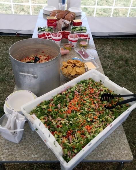 Mat og måltid hadde Hilde Bratsvedal og Siv Mølnås ansvar for. Sunt kosthold med ulike grønnsaker var det mye av denne helga.