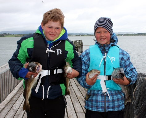 Fornøyde fiskere på disktrikstleir 4H, Isak Reitan og Jonas Ulvik