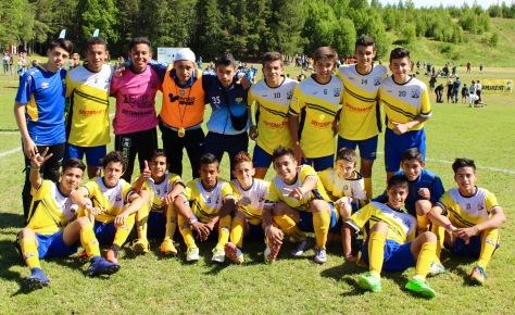 Glade gutter fra Argentina etter seier mot Neset. Senere på dagen vant de også finalen mot Malvik.