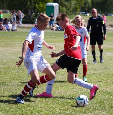 Henning Reitan i duell under semifinalen mot Trygg/Lade